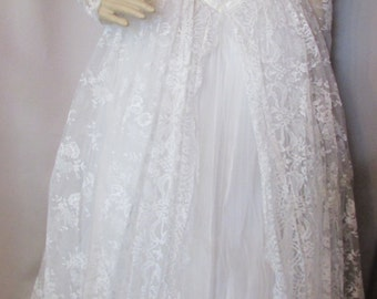 Vintage Bridal Gown Wedding Dress White Lace Dress Tulle Wedding Gown Mid Century Wedding 1950 Style Wedding 1960 Style Gown Cream Satina