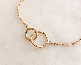 Hammered Gold Linked Circles Bracelet, Eternity Entwined Minimalist Dainty Bracelet / Simple Everyday Bracelet / Love & Friendship Bracelet