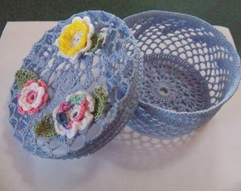 Mini basket/bowl with lid, in light blue