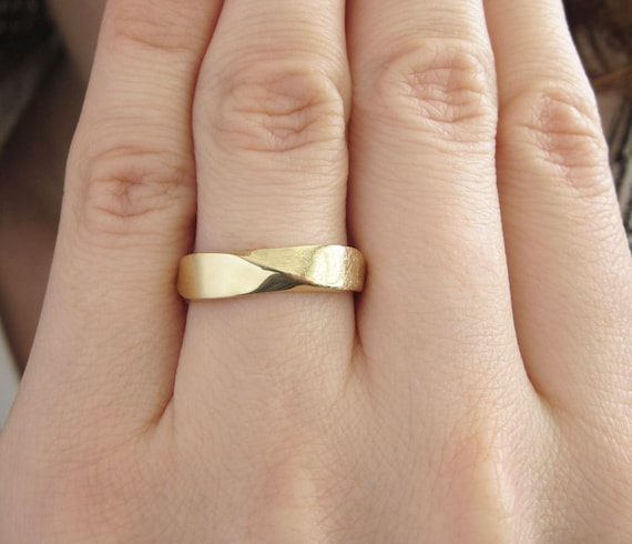 Mobius Wedding band 5mm Mobius Ring In 14k Gold Mobius