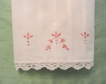TOWEL Cotton huck embroidered guest hand towel with crocheted edges / vintage off white