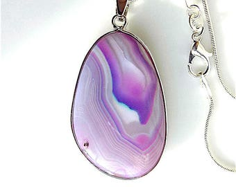 Banded agate gem stone pendant necklace, on snake chain.