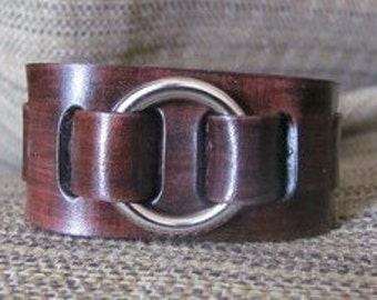 One ring Straped in leather Bracelet