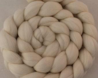 Superfine 19 micron Merino wool Combed Top/ roving - 4 oz in ecru (natural white)