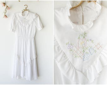 Romantic White Cotton Vintage Dress with Floral Embroidery - 1970's Dress with Ruffled Yolk Collar by Kings Row - Size Small