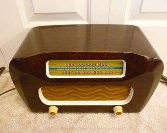 Restored 1946 Philco Model 46-421 chassis 65 6-tube wood table top radio