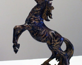 Beautiful Resin Horse Statue - Equestrian Art