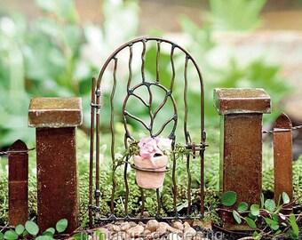 Vine Gate with Pot for Miniature Garden, Fairy Garden