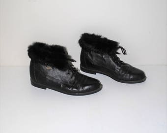 black leather fur cuff booties 90s vintage lace up winter boots size 8.5