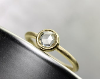 Clear White Rose-Cut Sapphire Engagement Ring 18k Yellow Gold Round High Quality Natural Moon Gem Minimalistic Modern Low Profile - Glasmond