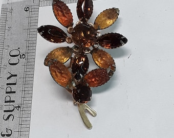 Gold toned flower pin brooch corrosion on back used