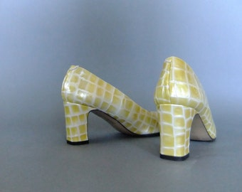 yellow pumps, Lavorazione Artigiana, vintage shoes, croc pattern, chunky heel