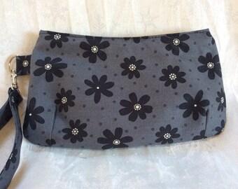Black Daisies Wristlet