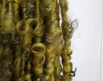 Super bulky lockspun Gottland .  Handspun artyarn for knit, crochet, weave and felt craft supplies.  Textured saori yarn