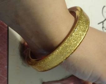 FUN and RETRO! Lucite Sparkly Bangle!