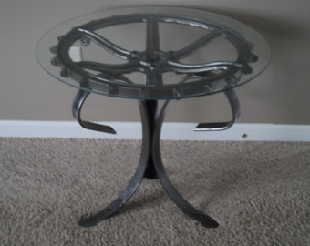 Elegant coffee table/end table