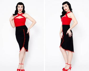 Retro black high waist pencilskirt with red pompom trims