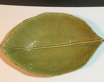 Crate & Barrel Green Avocado Leaf Plate Decorating Serving Dish