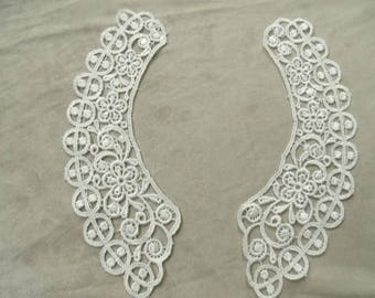 Lace collar - white thimbles.
