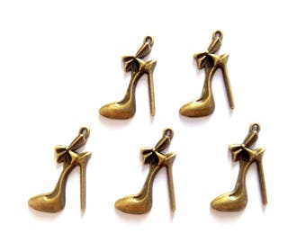 Stiletto heel shoes 5 charms bronze metal