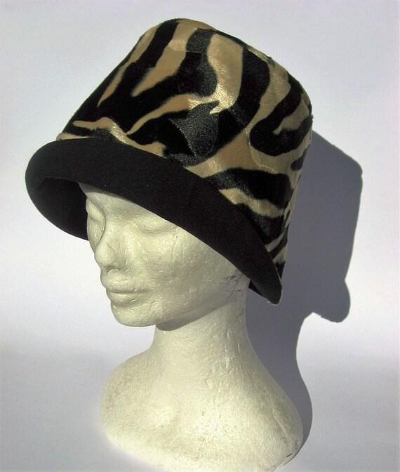 Cloche beige schwarz handgemacht Leoparden muster retrò style