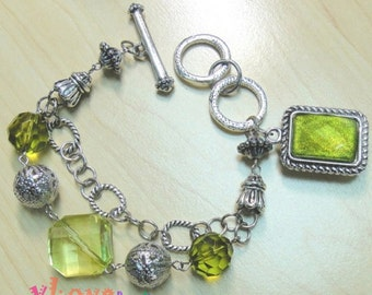 Metal Bracelet with Green Beads and Metal Balls (V-158)