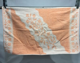 Vintage floral peach and white Muscogee hand towels, vintage bathroom towel, peach color hand towel, retro, bathroom