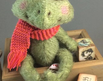 """PDF File for Sewing Pattern Frog """"Theodosius"""" 11 Inch"""