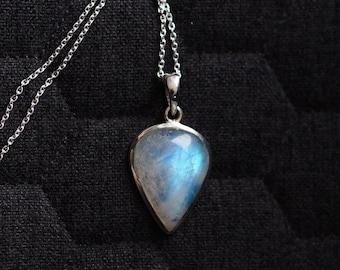 Rainbow Moonstone Necklace - Silver Moonstone Necklace - Blue Moonstone Necklace - Moon Stone Necklace - Gemstone Necklace - Moonstone