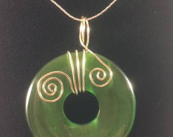 Green wire wrapped catseye donut pendant