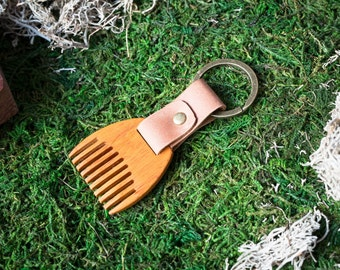 Wooden beard comb Kusia wood. Mini Beard Comb Keychain. Brown leather Keyring. Personalized comb. Handsome. Boyfriend, groomsman gift.