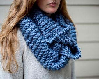 Chunky Knit Infinity Scarf - Blue