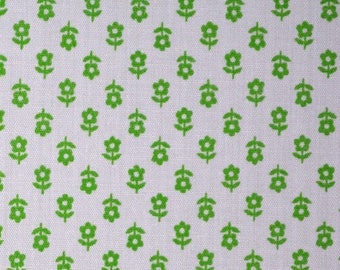 1970s fabric floral fabric NOS tiny floral Green daisy fabric calico print fabric by the yard quilt fabric calico doll clothes