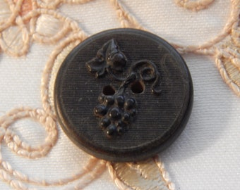 Grapes on the Vine - Antique Horn Pic Button