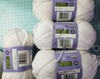 Bernat Softee Chunky yarn in White 6 skeins