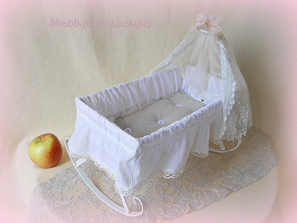 ?zoom & Antique 1920s doll crib large old doll bed made of white