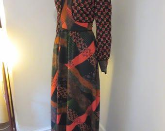 Lovely Vintage 1960's Floral Patchwork Folk Dress - Chest