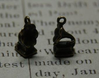 2 charms 17x9mm bronze gramophone