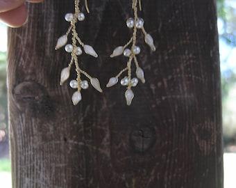 Bridal vine earrings, White pearl earrings, Twig jewelry , Pearl wedding earrings, Pearl bridal jewelry. White earrings.