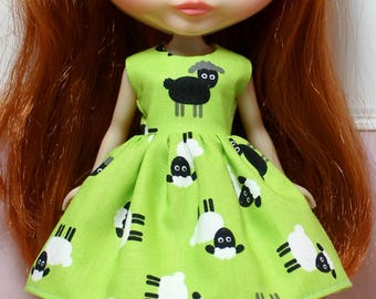 BLYTHE doll Its my party dress - black sheep on green