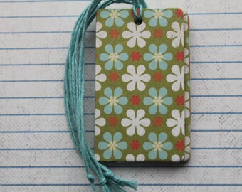 28 gift tags white and blue daisy flower on green patterned paper over chipboard