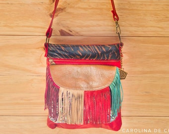 Comfortable and trendy bag with colored fringes front. Laika Crossbody bag