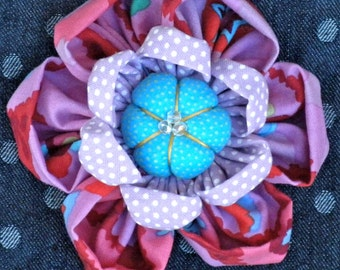 Kanzashi Flowers Pin Brooch Pattern PDF Pattern Tutorial Fabric Flower Headbands Hair Clip Bouquet Embellishments  Kaffe Fassett La Todera