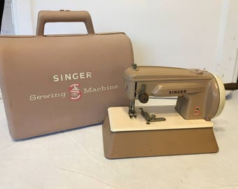 Singer 1950's Childs Sewing Machine with Case