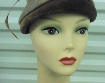 40-50s Gray Fur Felt Hat w/ Brown Velvet w/ Feather