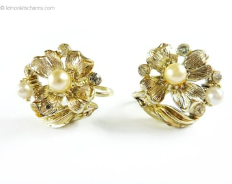 Vintage Lisner Faux Pearl Flower Earrings, Jewelry 1950s, Dogwood Floral, Screw-back Style, Goldtone Gold, Mid-century Summer