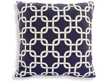 Chain Link Lattice Print Reversible Pillow Cover in Navy Blue and White - Modern Geometric Décor