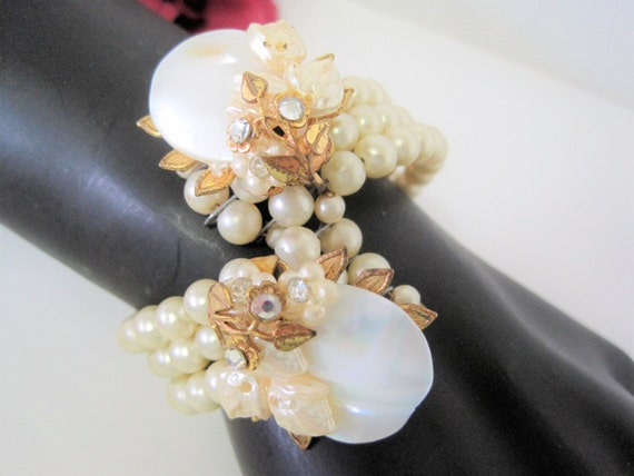 Memory Wire Pearl Bracelet, Haskell Style, Mother of Pearl Discs -  Faux Pearls - Clear Rhinestones - Wedding Bracelet