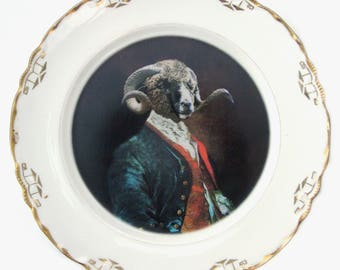 "SALE - Damaged - Dominus Coracinus Merino Portrait Plate 8.15"""