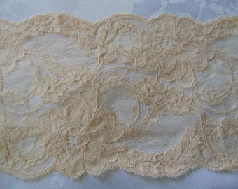 2.5 metres of 5 inch wide  beige vintage Nottingham lace,scallop at both sides